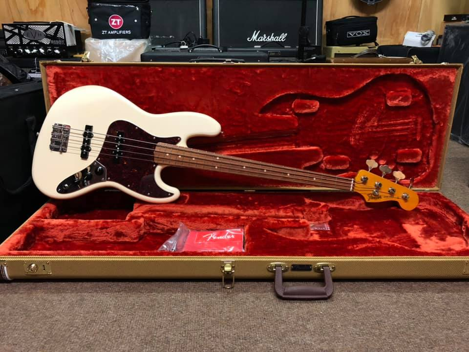 Fender Classic Series 60s Jazz Bass Lacquer