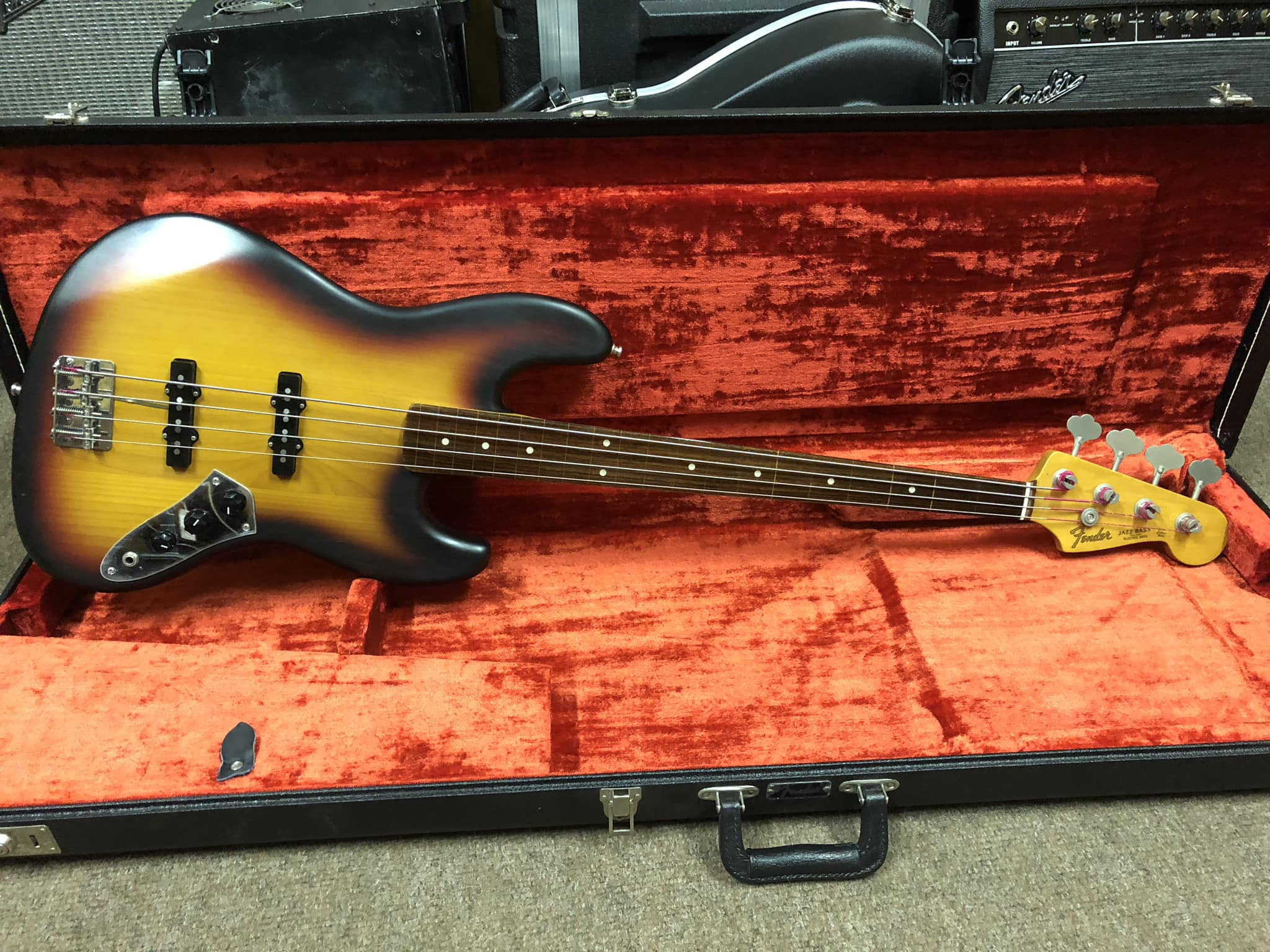 Fender Japan Fretless Jazz